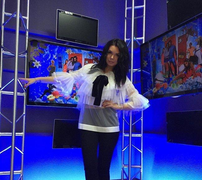 Катя Жужа осыпает благодарностями руководство Дома-2