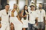 Невесты Сейшел в свадебных платьях, сшитых для конкурса