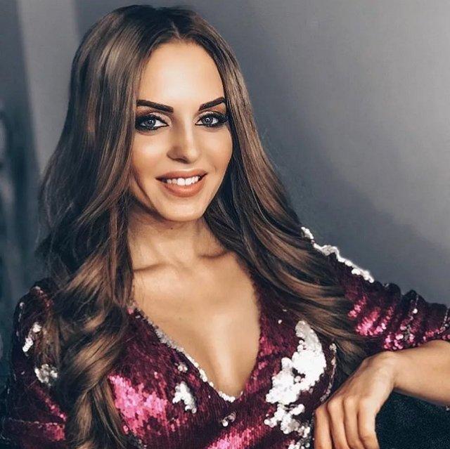 Почему орги не видят в Ефременковой успешную певицу?