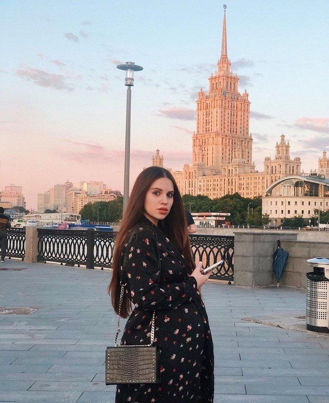 Беременная Артёмова мечтает выпить