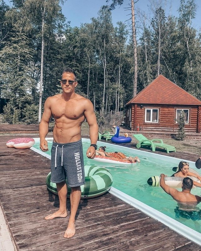 Родион Толочкин: Настя Стецевят отдаляется от меня