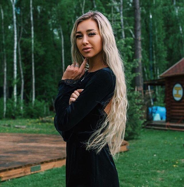 Стецевят прокомментировала свой отказ от отношений с Толочкиным