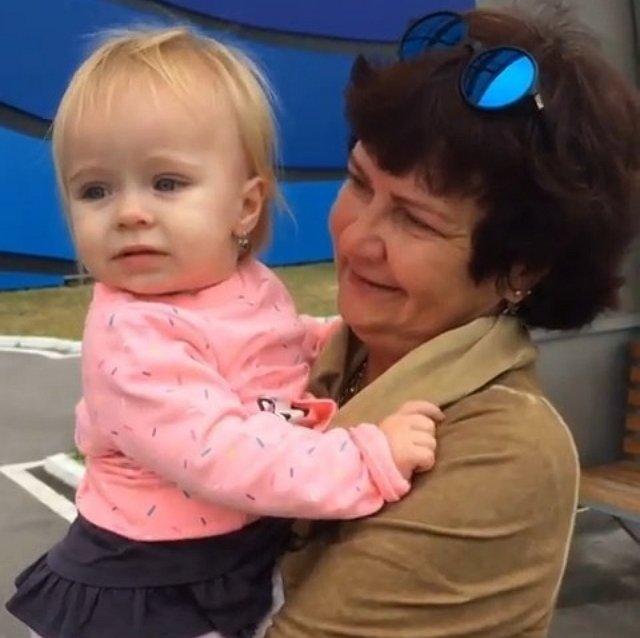 Алексей Безус рассказал о тёплой встрече своей мамы с внучкой