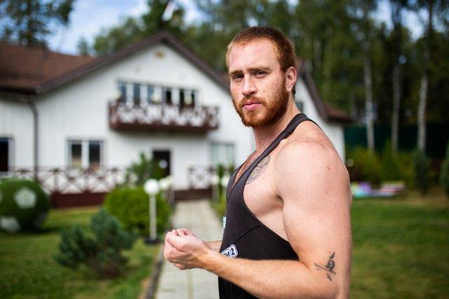 Кирилл Широков строит отношения с девушкой из-за периметра