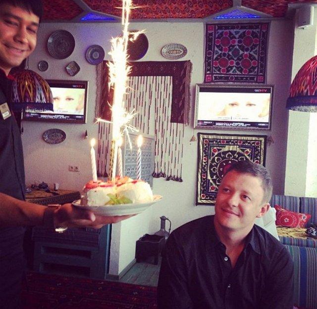 Роман Макеев получил поздравление с днем рождения от супруги