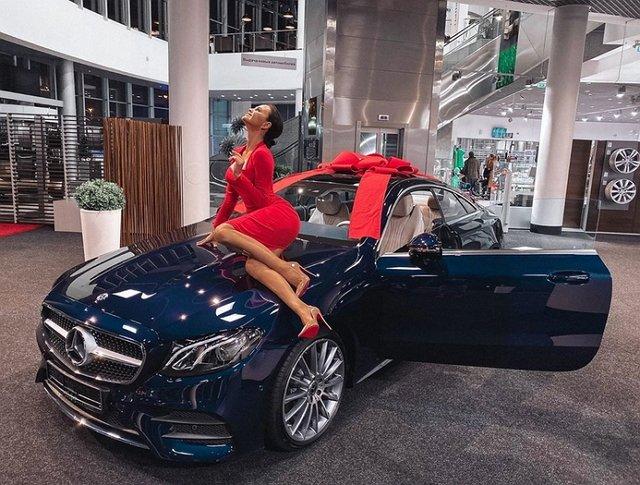 Виктория Романец приобрела люксовый автомобиль