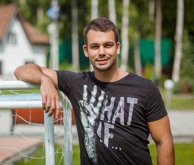 Сергей Захарьяш разочарован в Яне Захаровой