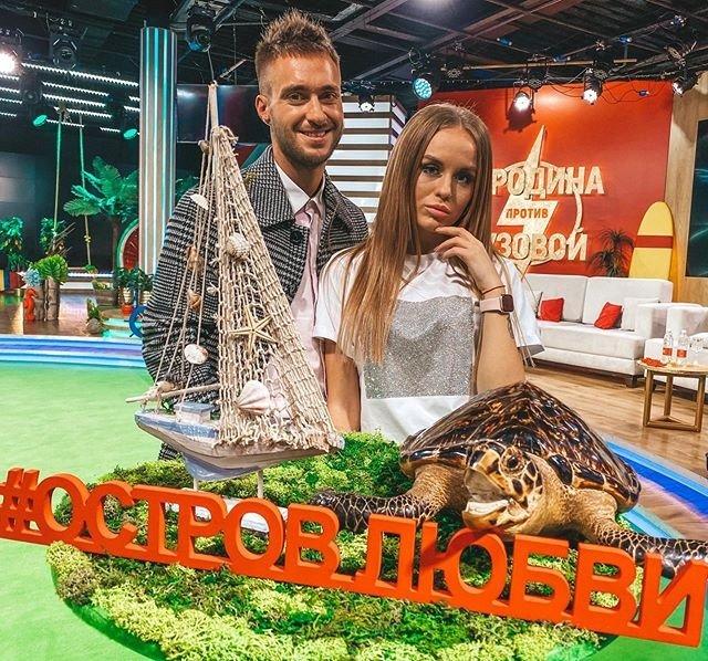 Алексей Безус уверяет Милену Безбородову в том, что будет любить ее всегда