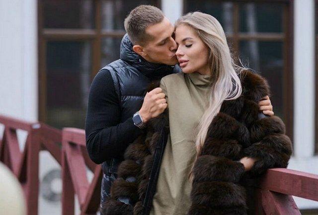 Екатерину Скалон застукали за поцелуем с другим парнем