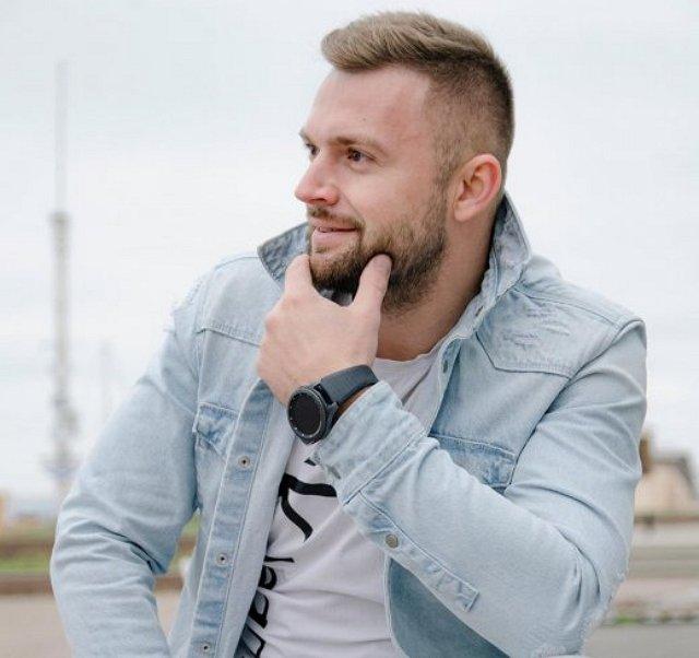 Витя Литвинов уже стал высказывать претензии Анне Брянской