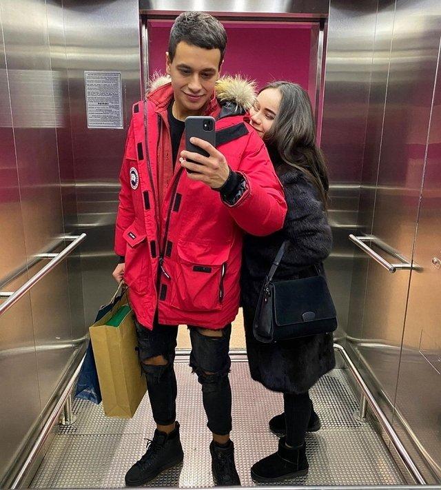 Даниил Сахнов опубликовал фото с младшей сестрой