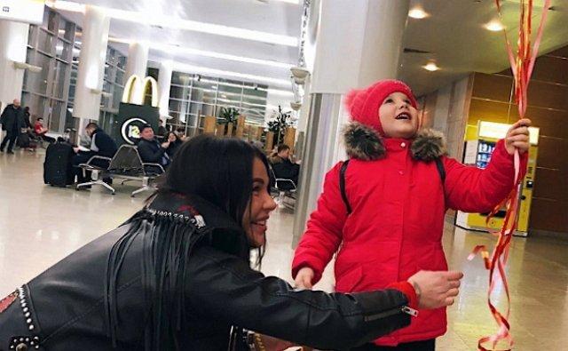 Александра Шева перевезла дочь к себе