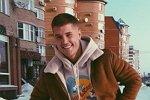 Роман Гриценко показал, как удаляет волосы на ногах