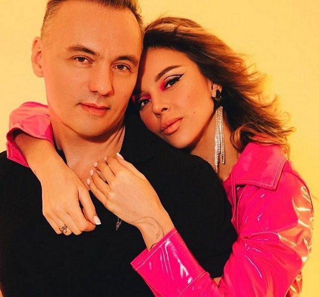 Анастасия Лисова с мужем выбирает загородный коттедж