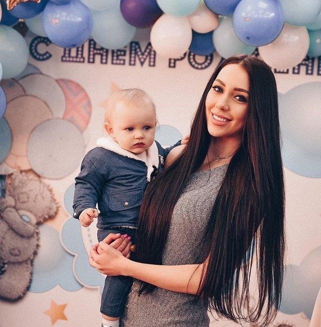 Яббаров и Голд стали жить вместе с Аленой Савкиной в ее доме
