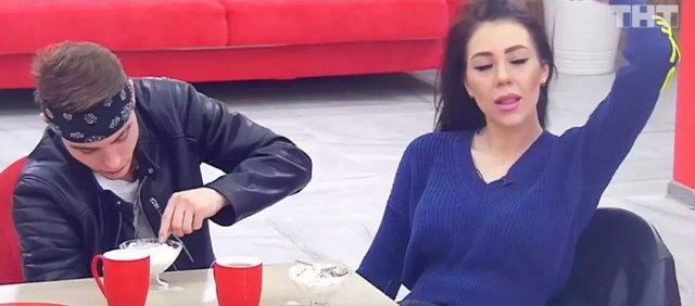 Татьяну Владимировну беспокоит флирт младшей дочери с Колесниковым