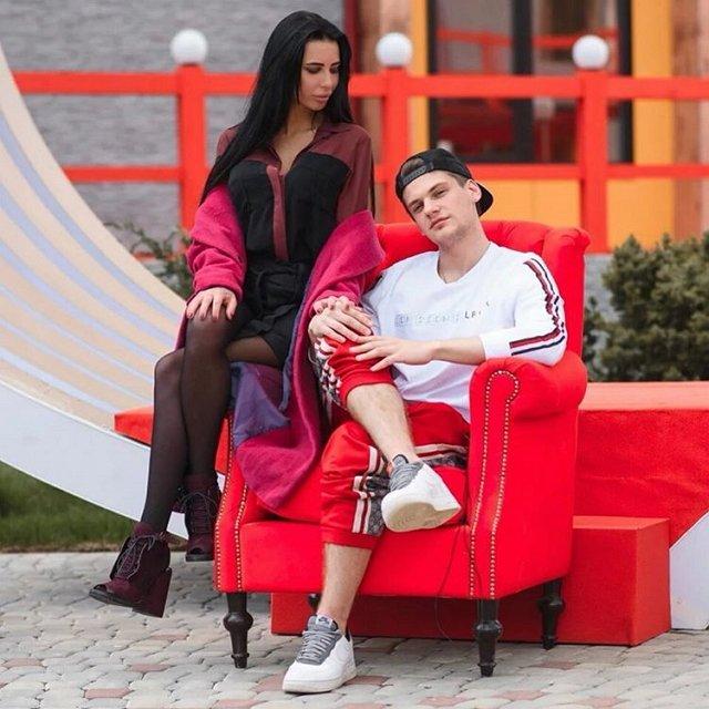 Клава Безверхова уже выбрала свадебные платья