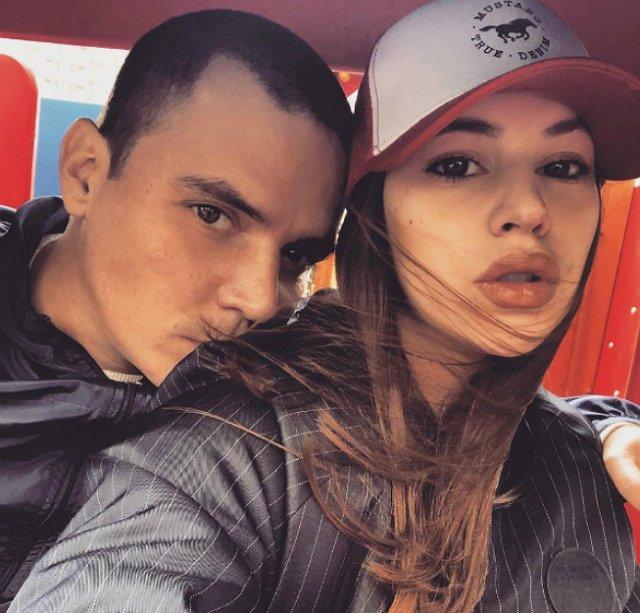 Александра Артемова бросила мужа?