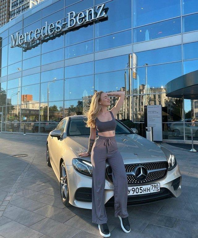 Милена Безбородова: Пока у меня личный водитель