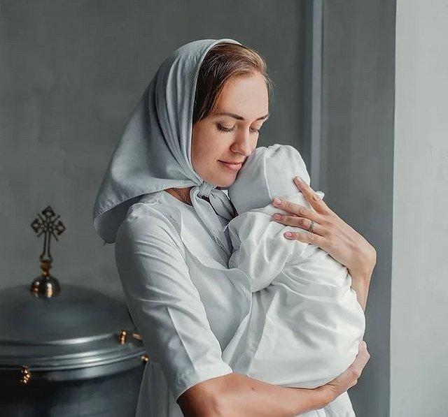 Мария Круглыхина: Покрестили Дашеньку!